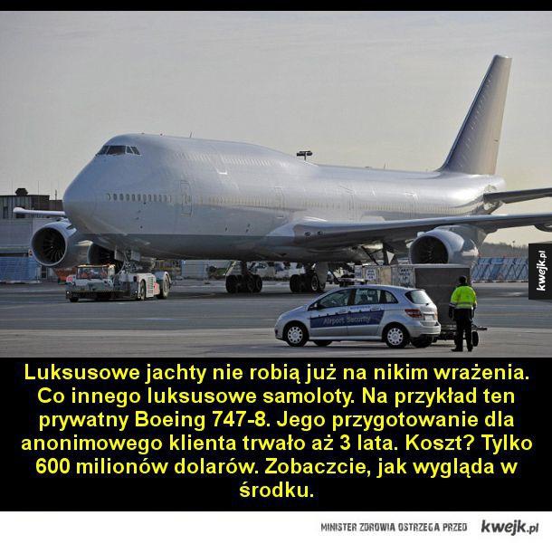 Luksusowe jachty nie robią już na nikim wrażenia. Co innego luksusowe samoloty. Na przykład ten prywatny Boeing 747-8. Jego przygotowanie dla anonimowego klienta trwało aż 3 lata. Koszt? Tylko 600 milionów dolarów. Zobaczcie, jak wygląda w środku.