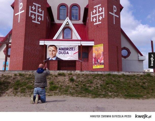 Tymczasem przed jednym z Kościołów...