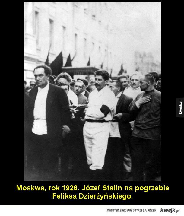 Stalin - Moskwa, rok 1926. Józef Stalin na pogrzebie Feliksa Dzierżyńskiego.
