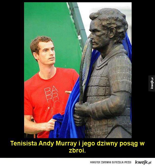 Najbardziej nieudane posągi sławnych ludzi - Najbardziej nieudane posągi sławnych ludzi  Tenisista Andy Murray i jego dziwny posąg w zbroi.   Johnny Depp. Jego uśmiech mówi wszystko.  Szekspir jako Na'vi z Pandory.  Winston Churchill albo James Gandolfini z Rodziny Soprano.   Cristiano Ronaldo. Nigdy