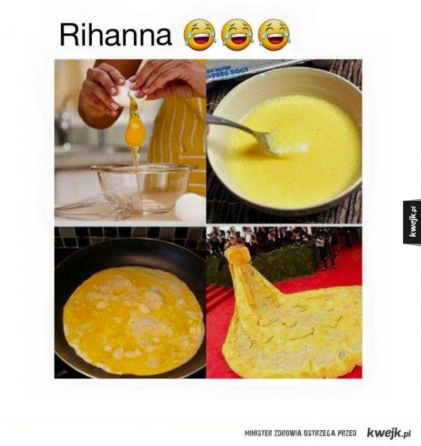 Rihanna i jej suknia...