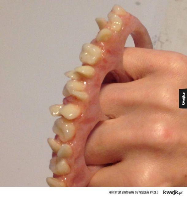 Kastet z zębów