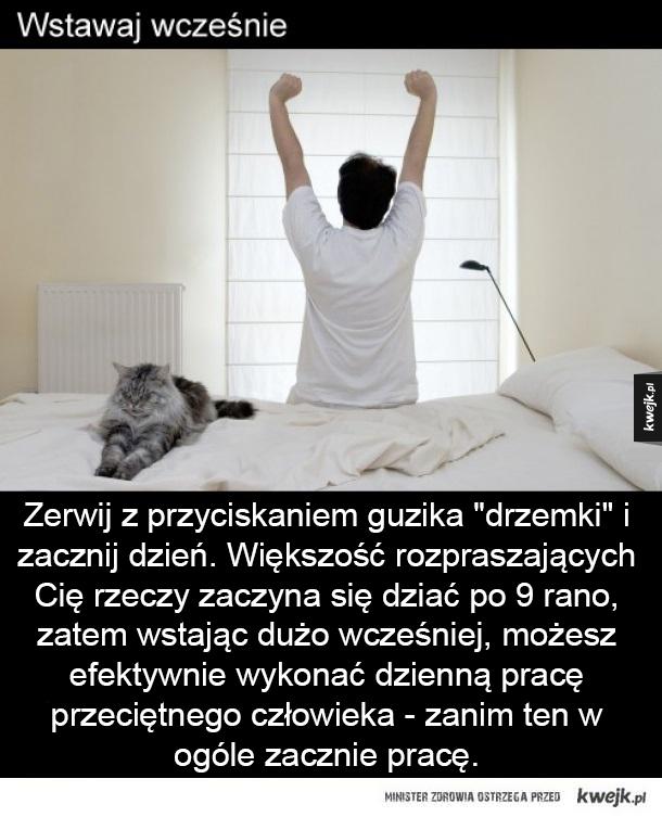 """Wstawaj wcześnie Zerwij z przyciskaniem guzika """"drzemki"""" i  zacznij dzień. Większość rozpraszających Cię rzeczy zaczyna się dziać po 9 rano, zatem wstając dużo wcześniej, możesz efektywnie wykonać dzienną pracę przeciętnego człowieka - zanim ten w ogóle za"""