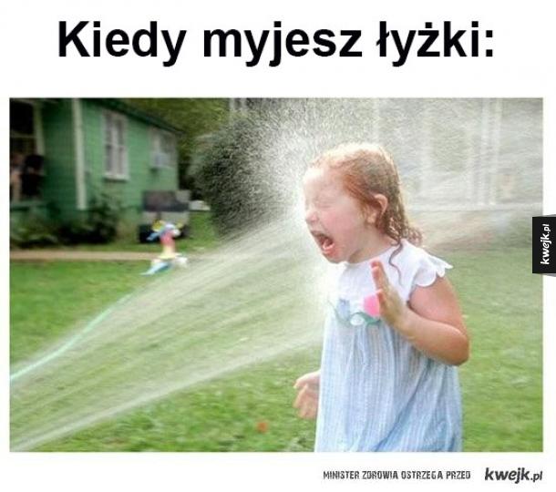 Mycie łyżek.