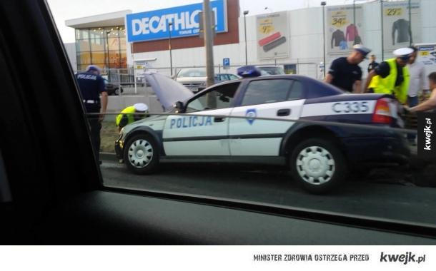 Pościg policyjny w Toruniu zakończył się...
