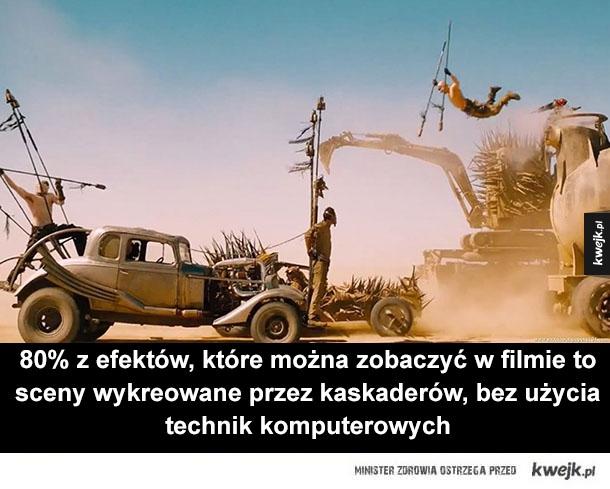 Pojazdy, którymi poruszają się bohaterowie filmu to autentyczne maszyny i wszystkie sceny kaskaderskie były z na nich kręcone