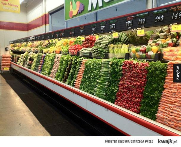 Raj dla perfekcjonistów - doskonałość, perfekcja, warzywa, owoce, dziecko, matka, rury, budynek