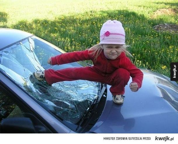 kung fu, sport, krzywa wieża w pizie, samochód, fail