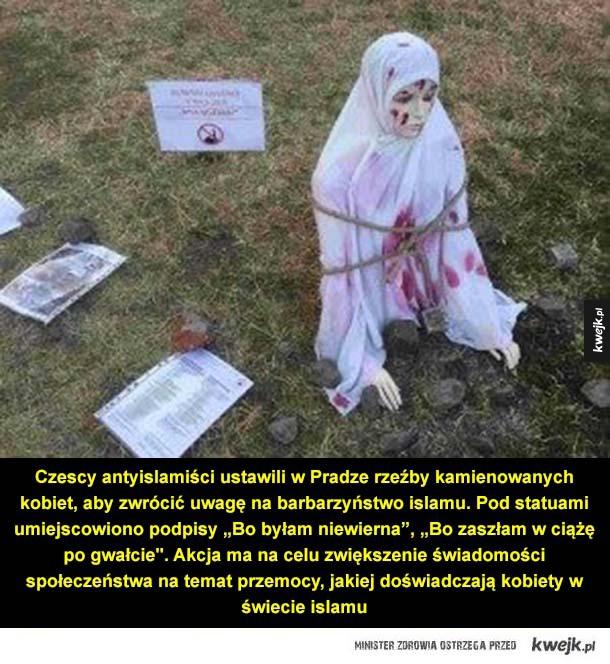 """Stop islamskiej przemocy! - Czescy antyislamiści ustawili w Pradze rzeźby kamienowanych kobiet, aby zwrócić uwagę na barbarzyństwo islamu. Pod statuami umiejscowiono podpisy """"Bo byłam niewierna"""", """"Bo zaszłam w ciążę po gwałcie"""