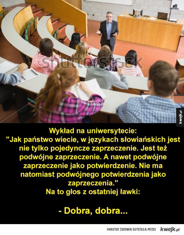 """Wykład na uniwersytecie: """"Jak państwo wiecie, w językach słowiańskich jest nie tylko pojedyncze zaprzeczenie. Jest też podwójne zaprzeczenie. A nawet podwójne zaprzeczenie jako potwierdzenie. Nie ma natomiast podwójnego potwierdzenia jako zaprzeczenia."""" Na"""