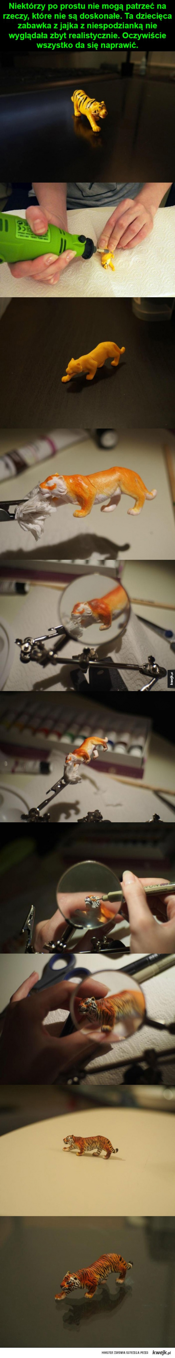 Dziecięca zabawka w rekach artysty
