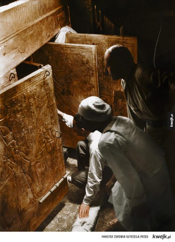 Pokolorowane zdjęcia z odkrycia grobu Tutanchamona