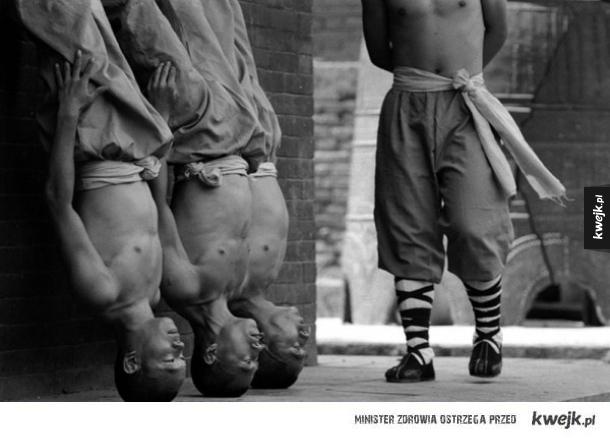 Trening mnichów z Shaolin na fotografiach Tomasza Gudzowatego