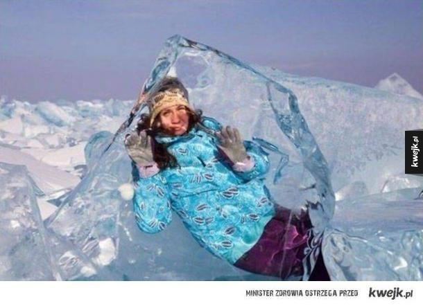 Zamrożona w bloku lodu