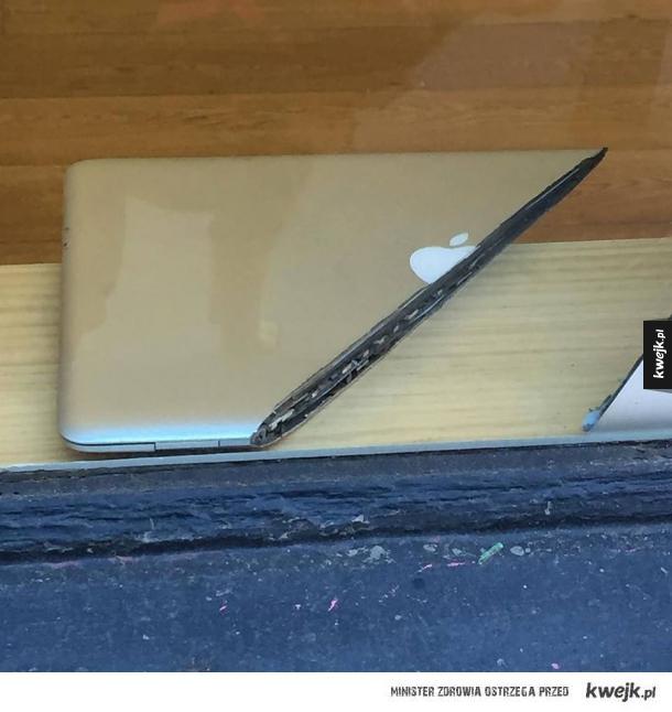 Przekrój Macbooka