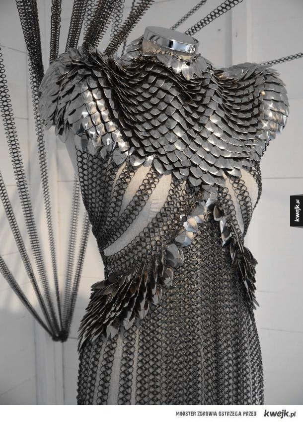 opancerzona suknia
