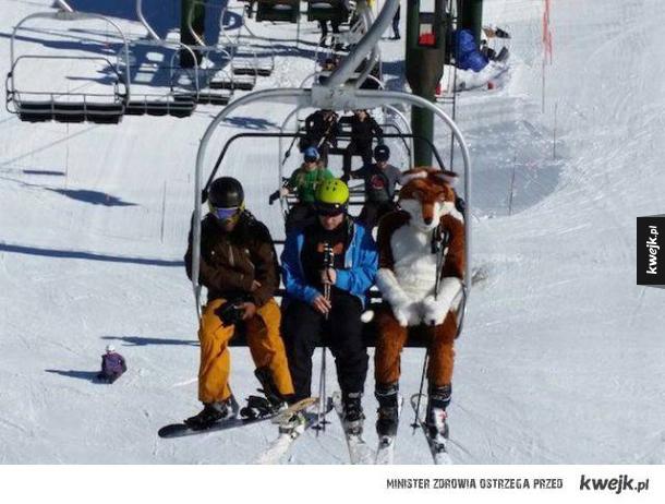 Fajny strój narciarski