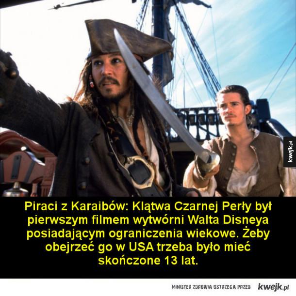 Ciekawostki o Piratach z Karaibów - Piraci z Karaibów: Klątwa Czarnej Perły był pierwszym filmem wytwórni Walta Disneya posiadającym ograniczenia wiekowe. Żeby obejrzeć go w USA trzeba było mieć skończone 13 lat.  Tworząc postać  Jacka Sparowa, Johnny Depp wzorował się na gitarzyście Rolling