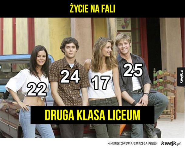 Ile tak naprawdę mieli lat aktorzy z seriali o nastolatkach?