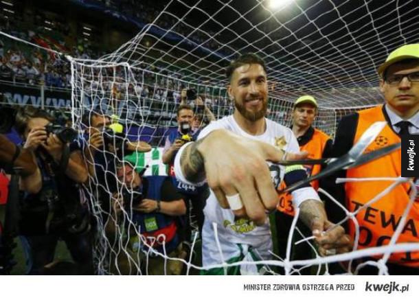 Ramos odcina siatkę po wygranym pucharze