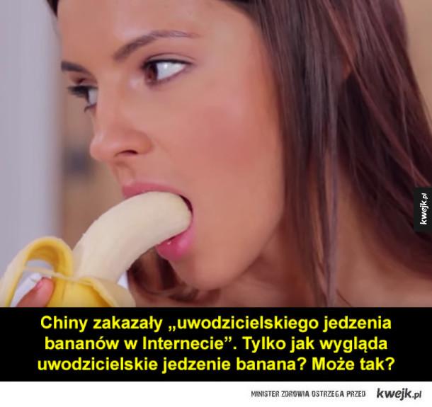Dziewczyny jedzące banany