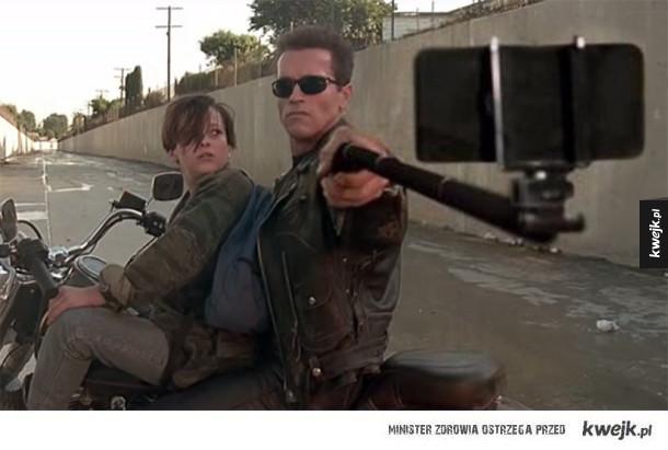 Selfie sticki zamiast broni