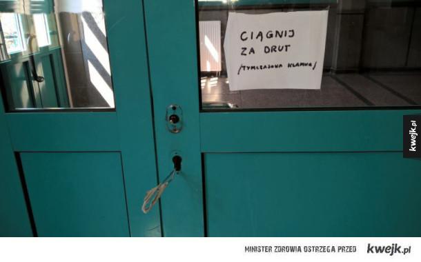 Wejście do akademika