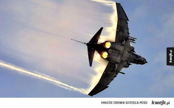 Niesamowite zdjęcia samolotów wojskowych