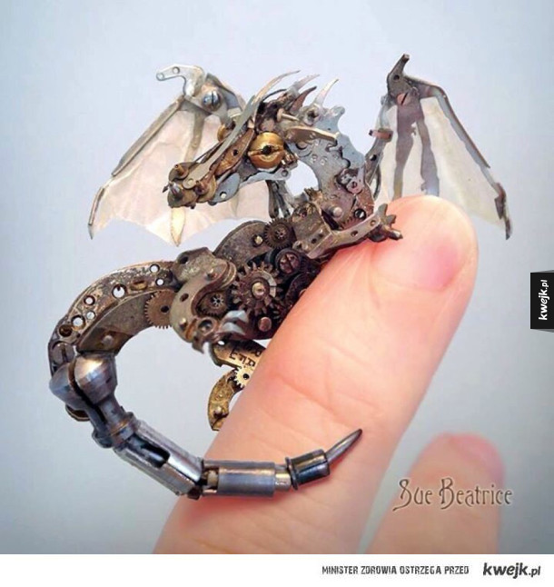 Wykonany ze starych części zegarków