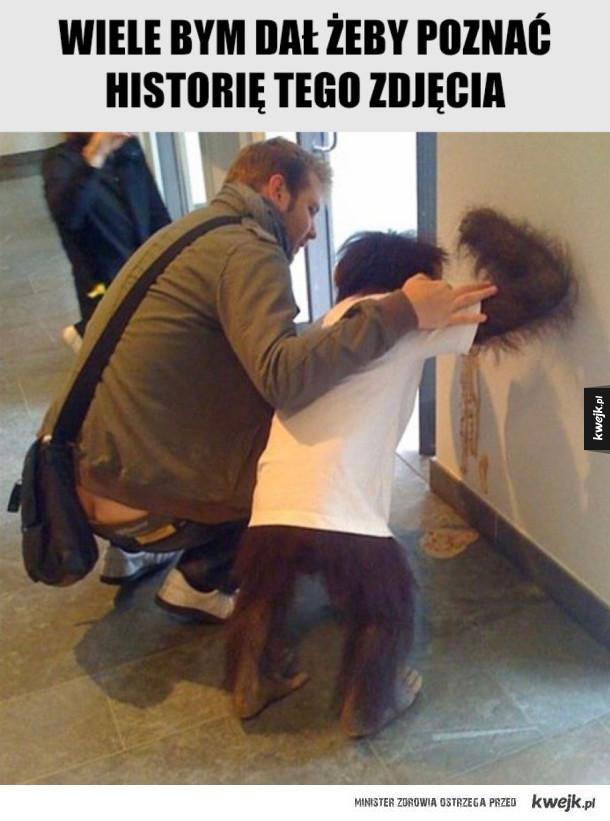 Rzygający szympans w ubranku