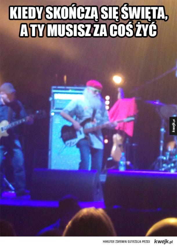 Mikołaj dorabia na muzyce