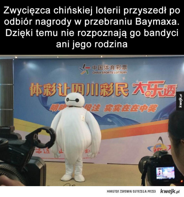 Doskonały plan - Zwycięzca chińskiej loterii przyszedł po odbiór nagrody w przebraniu Baymaxa. Dzięki temu nie rozpoznają go bandyci ani jego rodzina