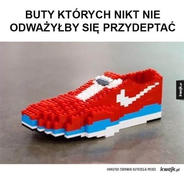 Buty z klocków Lego