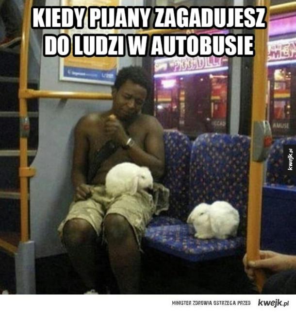 Murzyna zaczepia pasażerów