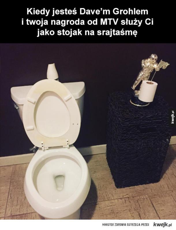 tymczasem w toalecie dave'a grohla