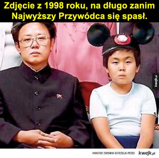 Korea Północna - Zdjęcie z zeszłotygodniowej parady wojsk Korei Płn. Rakieta trochę się im pogięła, zupełnie jakby była nieudolną atrapą..  Zdjęcie z 1998 roku, zanim Najwyższy Przywódca się spasł.  Podczas gdy obywatele Koreii Płn głodowali, Kim Jong-un pojechał na płatne