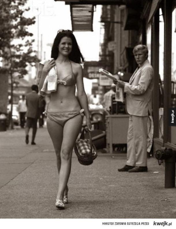 Mężczyźni dyskretnie podziwiający kobiece piękno