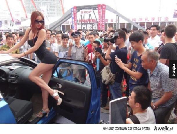 Prawdziwy powód, dla którego panowie chodzą na targi motoryzacji