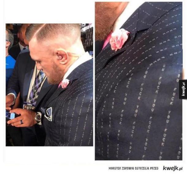 Ciekawy garnitur