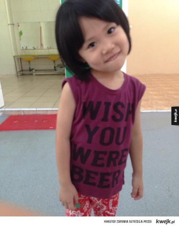 Azjaci kontra ubrania z angielskimi napisami