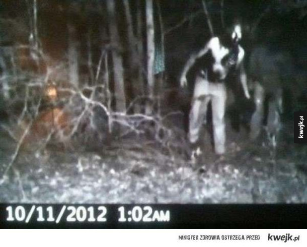 Przerażające zdjęcia, które udało się zrobić przy pomocy kamery myśliwskiej