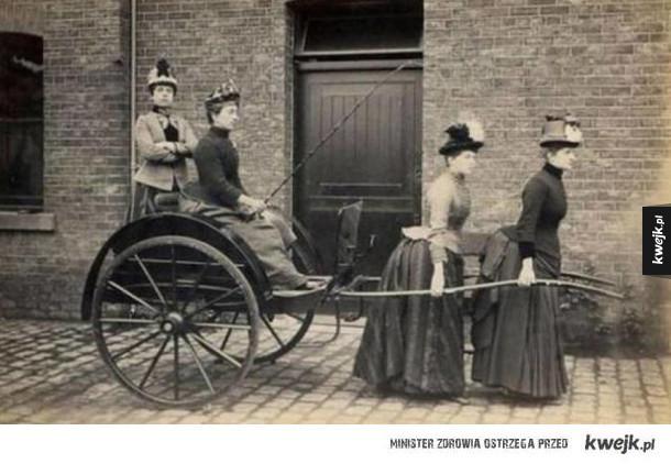 Stare zdjęcia, które pokazują, że ludzie od zawsze lubili śmieszkować