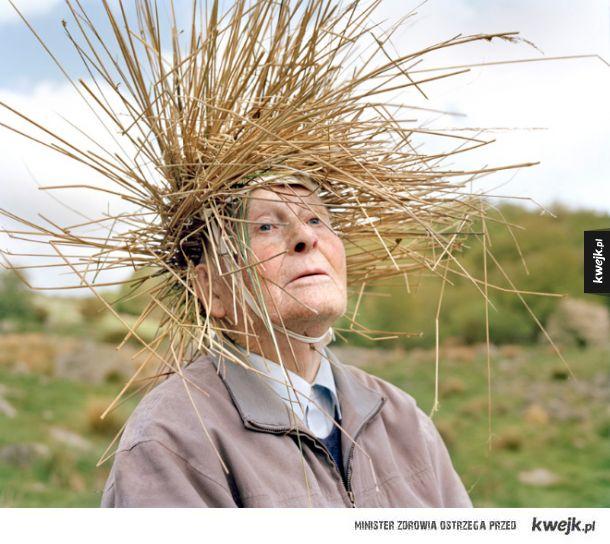 Ciekawa sesja zdjęciowa, która ukazuje seniorów jako rośliny