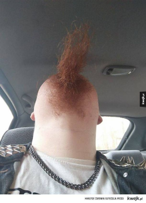 Nowy trend internetowy - panowie robią sobie zdjęcia bród od spodu - efekty są dziwne