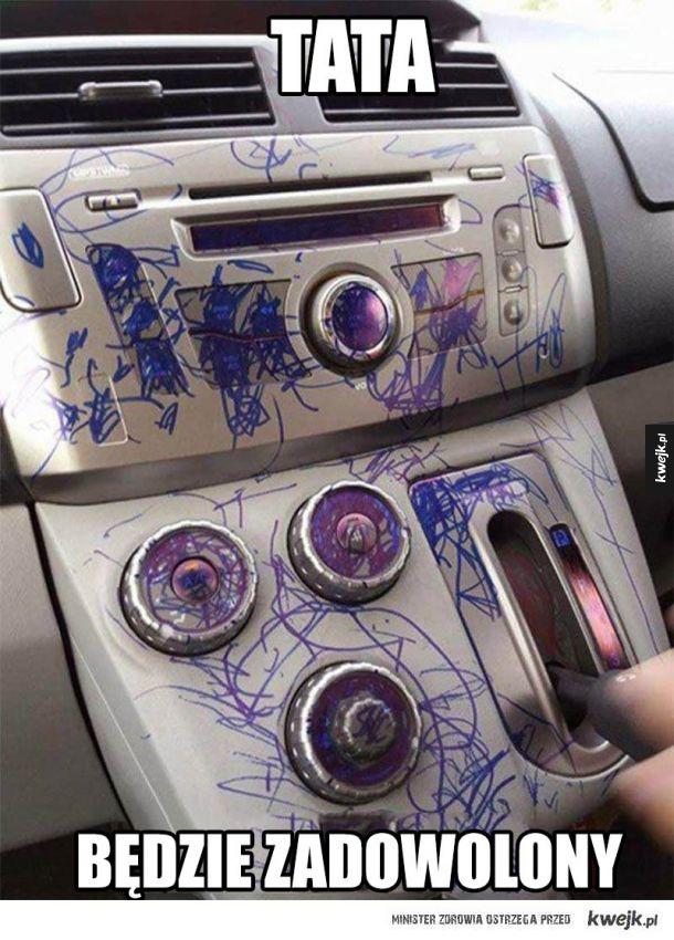 rozrysowany samochód