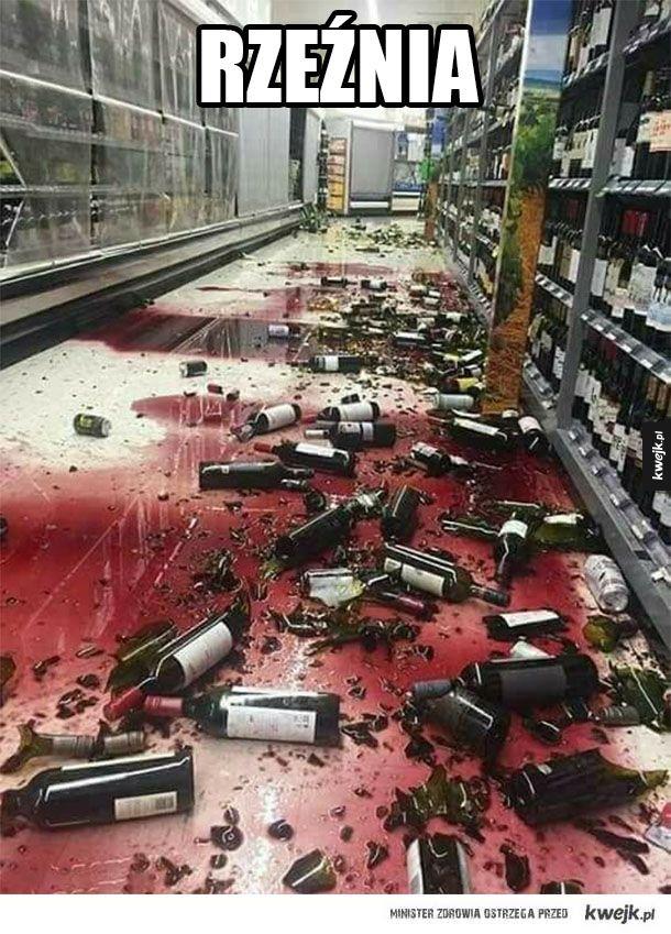 Mordują butelki