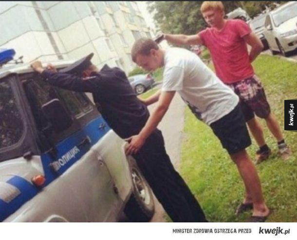 W Rosji to ty przeszukujesz policje.