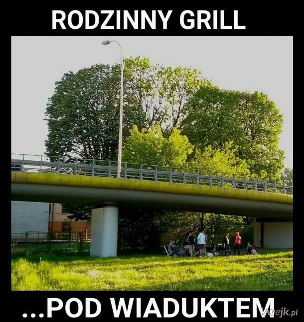 Janusz i Grażyna z rodziną grillują, a ty jak spędzasz lato?