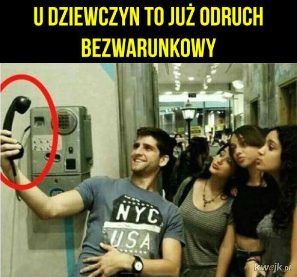 Widzą telefon, robią dziubek