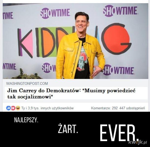 Carrey śmieszkuje